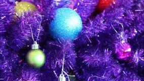 Timelapse purpurfärgat julträd lager videofilmer
