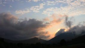 Timelapse Pyrenean zmierzch z olśniewającym słońcem w Aude, Francja zdjęcie wideo