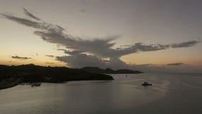 Timelapse que deja St John Antigua del puerto en la puesta del sol