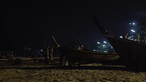 Timelapse que pesca los barcos de madera, naturaleza tailandesa tropical de la selva, pasajero del yate de la nave de Phuket exót metrajes