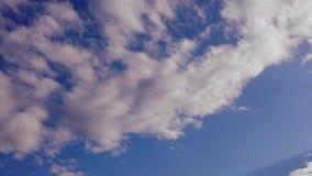 Timelapse rosado del cielo nublado almacen de metraje de vídeo