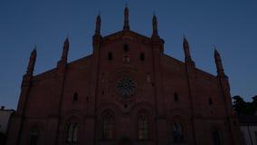 Timelapse Santa Maria Del Karmin kościół w Pavia, PV, Włochy przy zmierzchem zbiory wideo