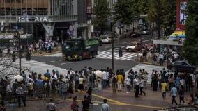 Timelapse sikt över folkmassaen övergångsställe Shibuya Tokyo asiatiskt folk lager videofilmer