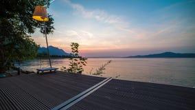Timelapse sikt från terrass på sjön arkivfilmer