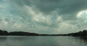 Timelapse sköt av en härlig sjö i Stockholm lager videofilmer