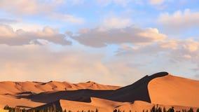 Timelapse solnedgång ovanför dyn för Gobi öken i Dunhuang stock video