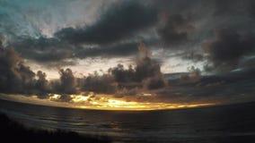 Timelapse: solnedgång på Bali, ovanför havet lager videofilmer