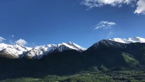Timelapse sopra le montagne archivi video