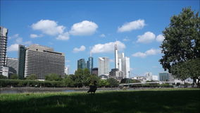 Timelapse-Stadt-Skyline in Frankfurt stock video