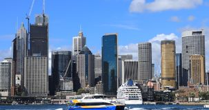 Timelapse Sydney, Australië de stad in en de Havenbrug 4K stock videobeelden