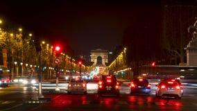 Timelapse - tráfico de la noche en Champs-Elysees - París, Francia almacen de video