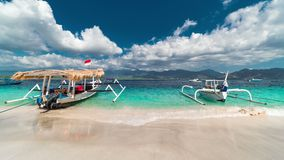 Timelapse Traditionele boten op Gili-eilandstrand in Indonesië stock video