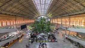 Timelapse tropical de la casa verde, ubicación en el ferrocarril del siglo XIX de Atocha en Madrid, España