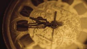 Timelapse van analoog horloge werkend mechanisme stock footage