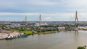 Timelapse van Bhumibol-Brug is één van de mooiste bruggen in Thailand en gebiedsmening voor Bangkok stock footage