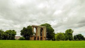 Timelapse van Caludon-kasteel in het park van het caludonkasteel, Coventry, het Verenigd Koninkrijk stock footage