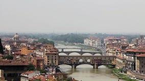 Timelapse van de beroemde Oude Brug van Florence, Toscanië stock footage