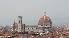 Timelapse van de beroemde Oude Brug van Florence, Toscanië stock videobeelden