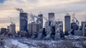 Timelapse van de horizon van Calgary ` s tijdens de winter stock videobeelden
