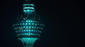 Timelapse van de Toren van Menara KL bij nacht stock video