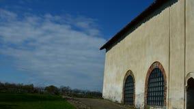 Timelapse van een kleine Kerk: Clivolo, in Piemonte - Italië stock video