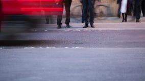 Timelapse van forenzen bij nacht stock footage