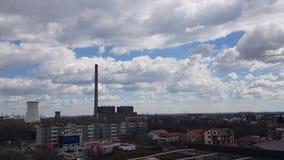 Timelapse van hemel met wolken in stad stock videobeelden