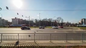 Timelapse van stadsverkeer in zonnige dag stock videobeelden