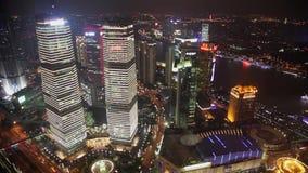 Timelapse van Verkeer en cityscape van Shanghai bij nacht, Shanghai, China stock video
