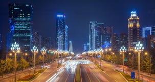 Timelapse van verkeer op Tianfu-weg bij nacht in Chengdu stock video