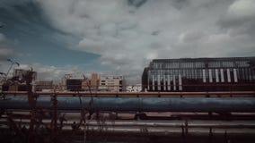 Timelapse van wolken over moderne gebouwen stock videobeelden