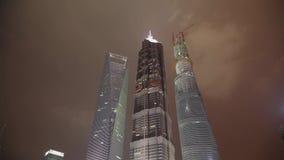 Timelapse van wolkenkrabber bij nacht, Shanghai, China stock videobeelden