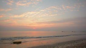 Timelapse van zonsopgang op het strand stock videobeelden