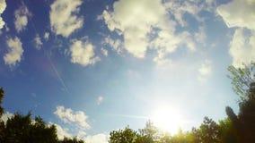 Timelapse video av stackmolnmoln i solnedgång stock video
