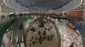 Timelapse video of a busy Christmas shopping mall