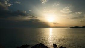 Timelapse-Video des Sonnenuntergangs in adriatischem Meer in Kroatien stock video