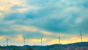 Timelapse vindturbiner på berget stock video