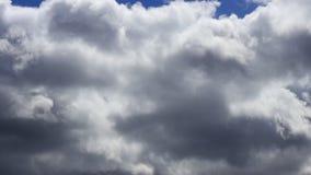 Timelapse von beweglichen Wolken, Frankreich stock video footage
