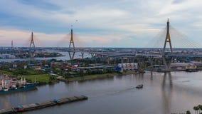 Timelapse von Bhumibol-Brücke ist eins der schönsten Brücken in Thailand und der Bereichsansicht für Bangkok stock video footage