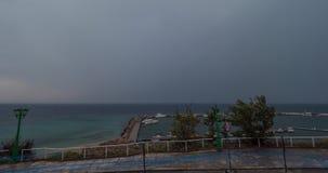 Timelapse von cloudscape, von Meer und von Kai in Griechenland stock footage