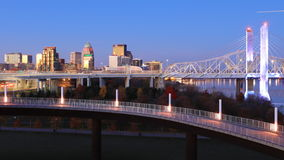 Timelapse von Louisville, Kentucky am Tagesanbruch 4K stock video footage