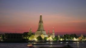 Timelapse Wat Arun Ratchawararam Ratchawaramahawihan Temple van Dawn bij zonsondergang stock videobeelden