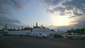 Timelapse Wat Phra Kaew Temple de la señal de Emerald Buddha de Bangkok Tailandia metrajes