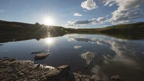 Timelapse wieczór krajobraz w Skalistych górach, wałkoni się pustkowie zdjęcie wideo