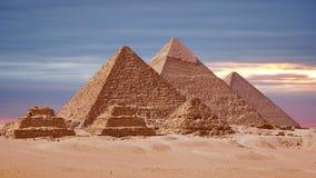 Timelapse Wielcy ostrosłupy W Giza dolinie, Kair, Egipt Zmierzch nad ostrosłupami zbiory wideo