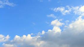 Timelapse witte, blauwe, grijze wolken Royalty-vrije Stock Foto's
