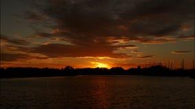 Timelapse wschód słońca na rzece zdjęcie wideo