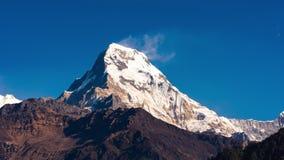 Timelapse z zoomu ruchem południowa twarz góry Annapurna południe w Nepa zbiory wideo