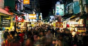 Timelapsemening van de Nachtmarkt van Taipeh Shilin 4K stock footage