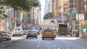 Timelapseverkeer op Broadway stock video